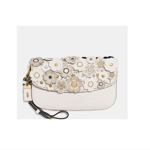 Coach Bag with Tea Rose Glovetanned leather